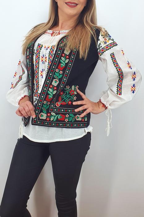 Vesta brodata cu model traditional Suzi 2 0