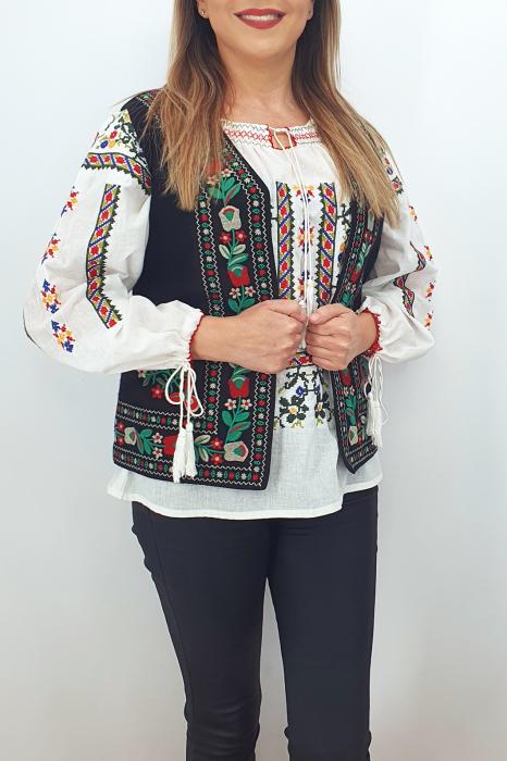 Vesta brodata cu model traditional Suzi 2 1