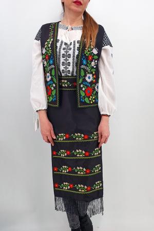 Costum Traditional - Vesta, brau si 2 Fote brodate cu model traditional Iulia2