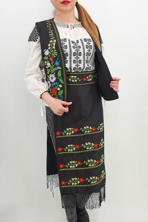 Costum Traditional - Vesta, brau si 2 Fote brodate cu model traditional Iulia3