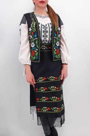 Costum Traditional - Vesta, brau si 2 Fote brodate cu model traditional Iulia1