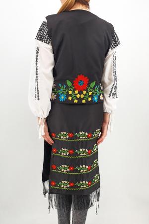 Costum Traditional - Vesta, brau si 2 Fote brodate cu model traditional Iulia5