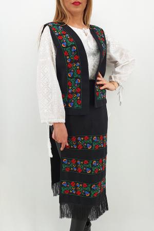 Costum Traditional Vesta si 2 Fote brodate cu model traditional 21