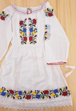 Rochie traditionala fetite Ana1