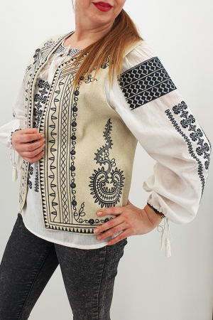 Vesta brodata cu model traditional Angelica5