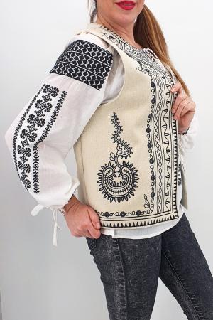 Vesta brodata cu model traditional Angelica3