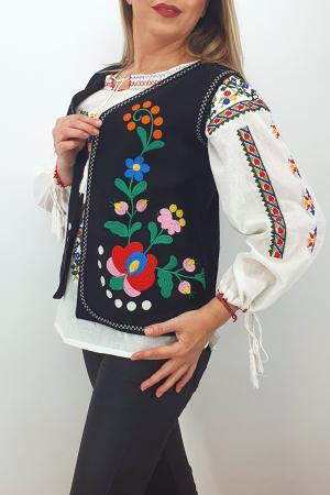 Vesta brodata cu model traditional Angi 83