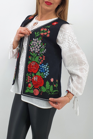 Vesta brodata cu model traditional Angi1