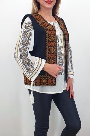 Vesta brodata cu model traditional Lucretia 30