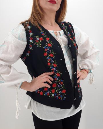 Vesta brodata cu model traditional Celia0