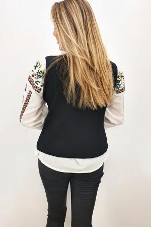 Vesta brodata cu model traditional Suzi 23