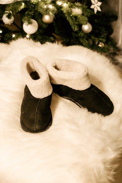 Papuci de casa din blana confortabila naturala neagra de miel 0
