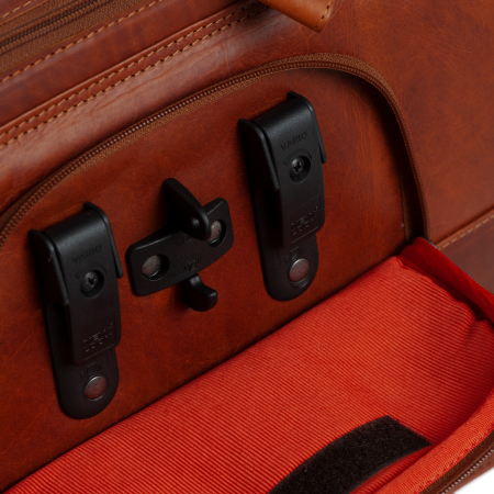 Geanta de laptop din piele naturala, The Chesterfield Brand, Geneva 15.6 inch, Maro coniac [5]