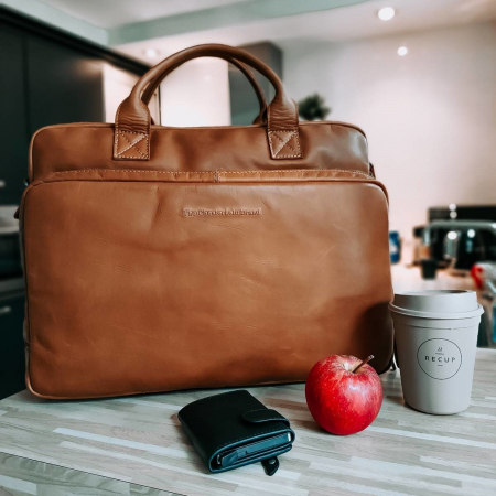 Geanta de laptop din piele naturala, The Chesterfield Brand, Jackson 15.6 inch, Maro coniac [1]