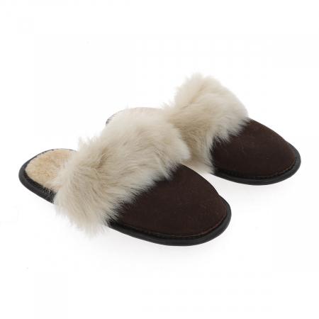 Papuci de casa din blana pufoasa naturala de miel si talpa moale, culoare maro cu bej0