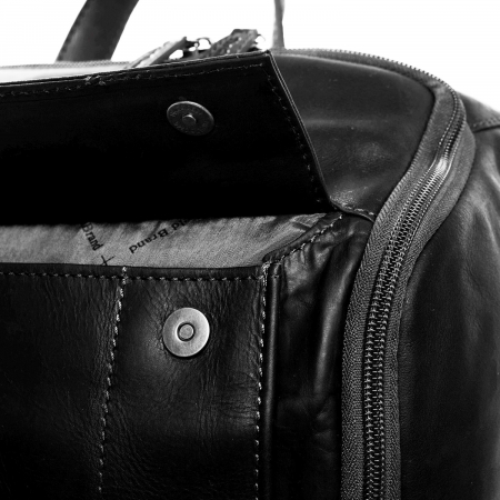 Rucsac pentru laptop de 15,4 inch, The Chesterfield Brand, din piele neagra model Rich3