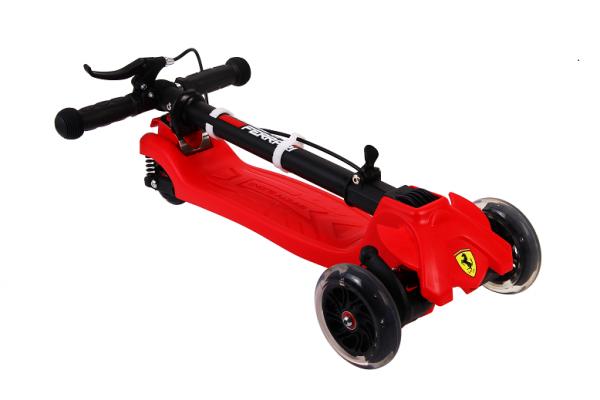 Trotineta Ferrari cu 3 roti cu sistem de franare si suspensii 1