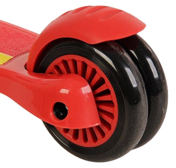 Trotineta Ferrari cu 3 roti cu sistem de franare si suspensii 2