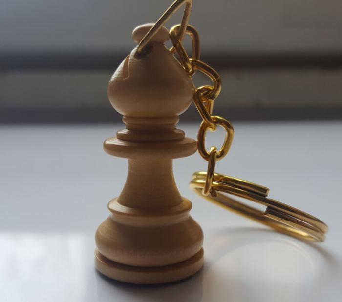 Breloc chei cu piesa sah din lemn imagine