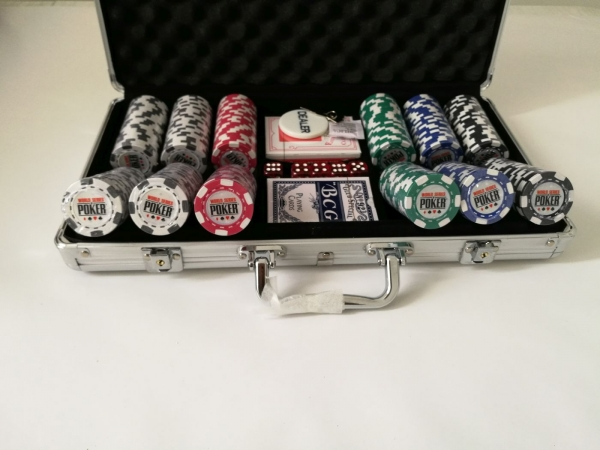 Set poker cu 300 chips-uri clay integral 10 g model WSOP si servieta din aluminiu imagine