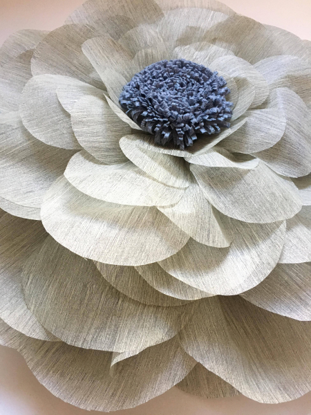 Floare uriasa, diametru 60 cm, gri deschis