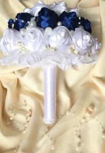 Buchet mireasa - boboci trandafir cu brose, strasuri si margele1