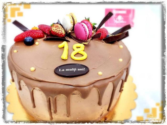 Tort cu glazura de ciocolata 1