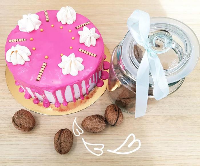 Tort cu glazura roz 1