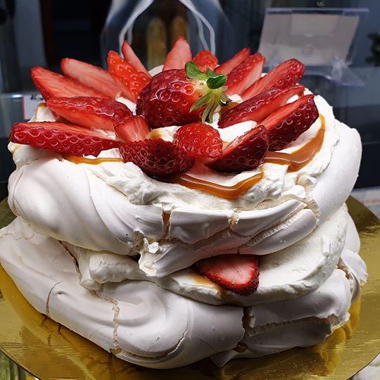Tort Pavlova 4