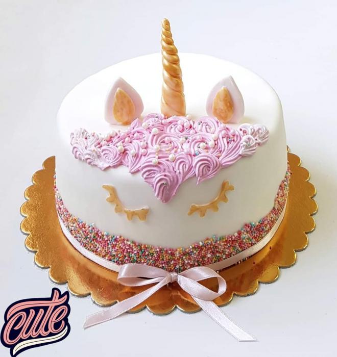 Tort unicorn crema vanilie zmeura si afine 0