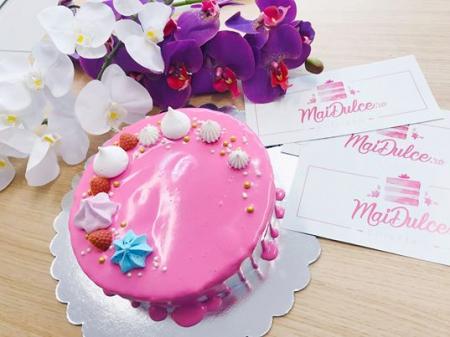 Tort cu glazura roz0
