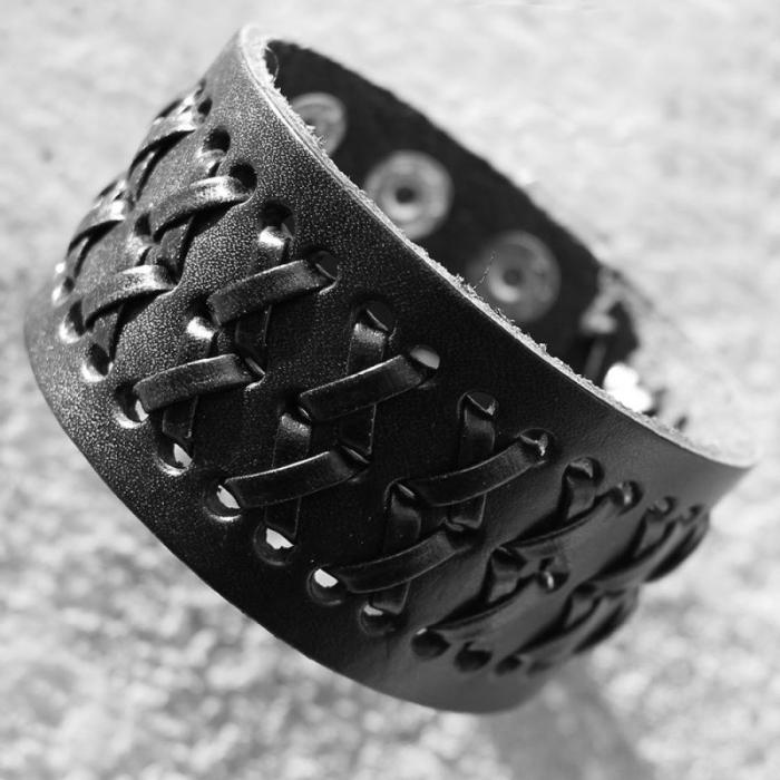 Bratara neagra perforata cu impletituri - Cross 0
