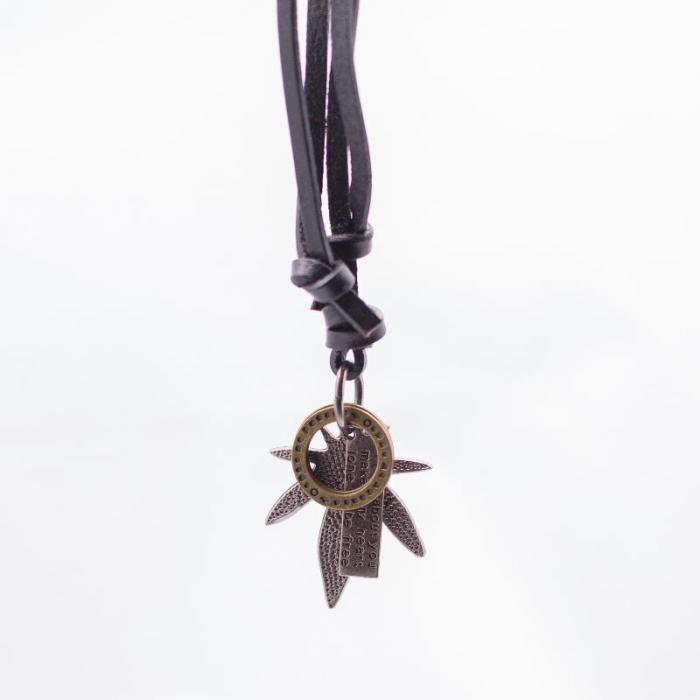 Medalion cu snur din piele - Leaf & Circle 0