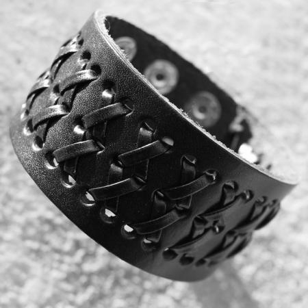 Bratara neagra perforata cu impletituri - Cross0