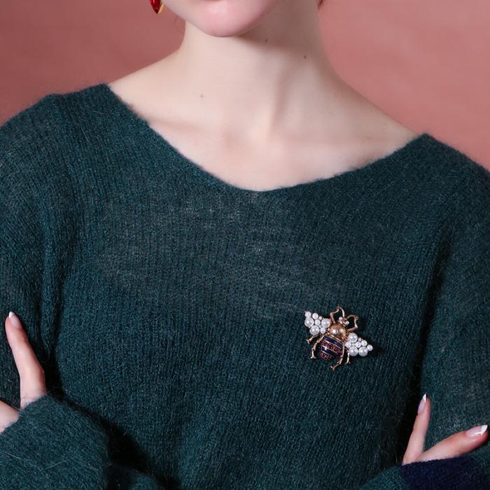 Brosa Albina cu perle 1