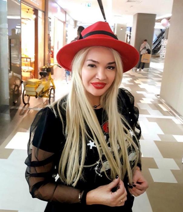 Palarie Rosie Handmade cu bentita detasabila si stea 14