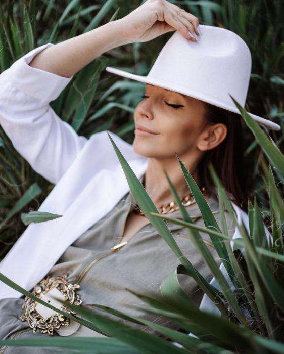 Palarie Alba Handmade cu Lant Auriu detasabil [17]
