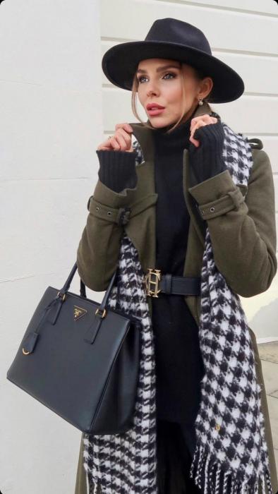 "Palarie Neagra Handmade ""Christian Dior"" si Lant auriu sau argintiu [17]"