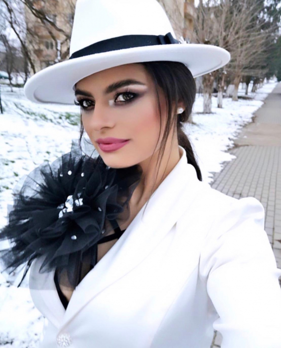 Palarie Alba Handmade cu bentita detasabila si accesoriu la alegere 14