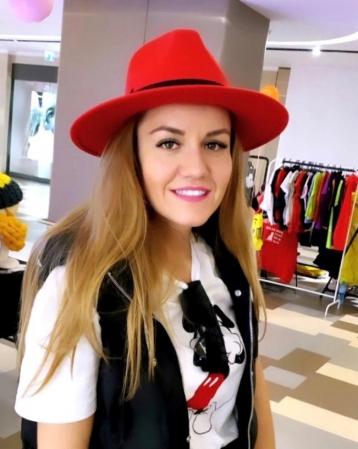 Palarie Rosie Handmade cu bentita detasabila si stea15