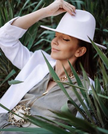 Palarie Alba Handmade cu bentita detasabila cu perle Luxury [38]