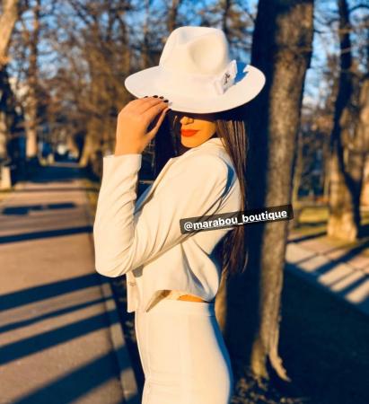 Palarie Alba Handmade cu funda si accesoriu la alegere4