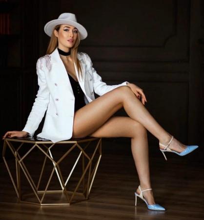 Palarie Alba Handmade cu bentita detasabila si accesoriu la alegere23