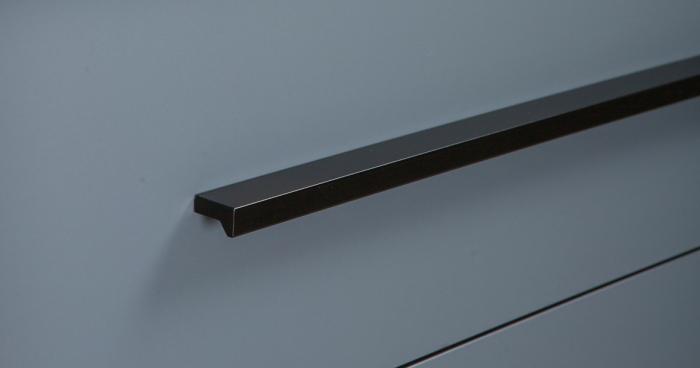 Maner pentru mobilier Angle, finisaj negru mat, L:200 mm 1