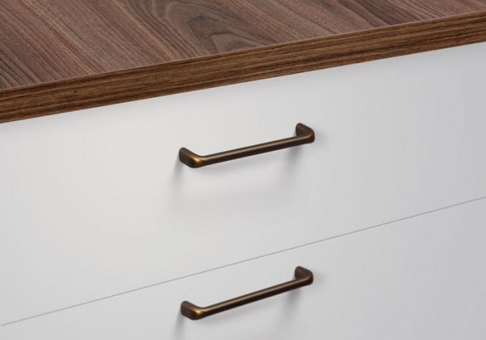 Maner pentru mobilier Redo L:137 mm finisaj alama antichizata [1]