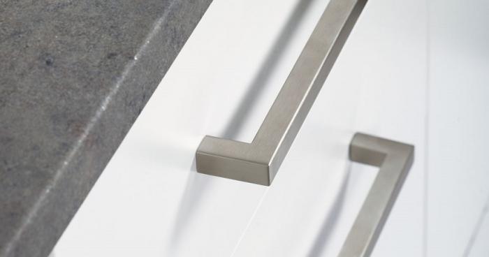 Maner pentru mobilier U, nichel periat, L: 136,5 mm 1