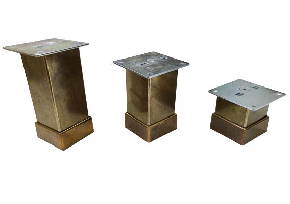 Picior metalic pentru mobilier H:100 mm, finisaj auriu antichizat, profil patrat 40x40 mm cu masca 1