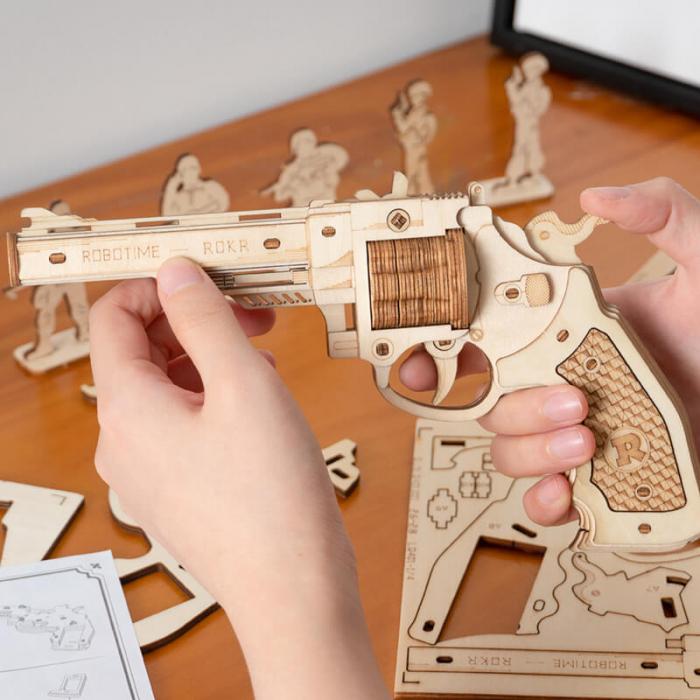 Revolver corsac puzzle mecanic 3D din lemn 0