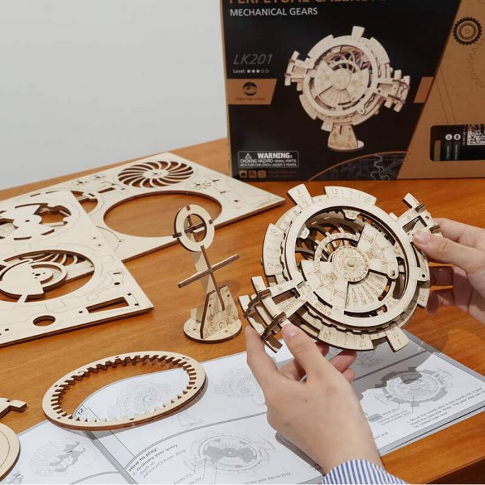 Calendar perpetuum - Puzzle mecanic 3D din lemn 0