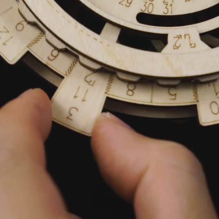 Calendar perpetuum - Puzzle mecanic 3D din lemn 6